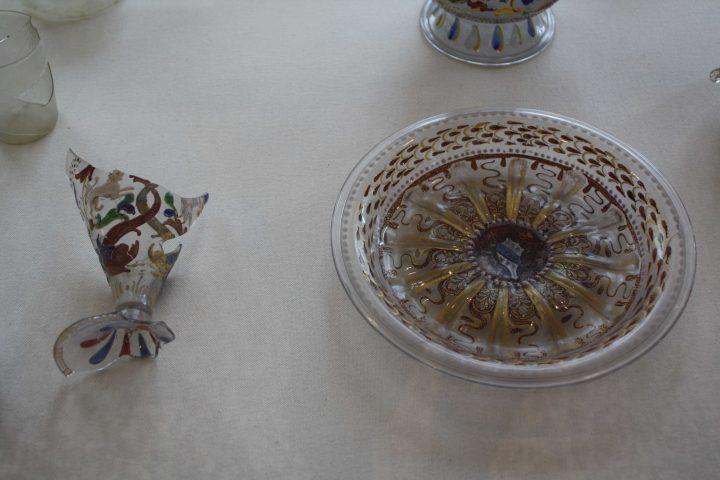 frammento di calice con smalti policromi e piatto con mezza stampaura stemma Barbarigo