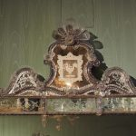 dettaglio di specchio a Ca' Mocenigo