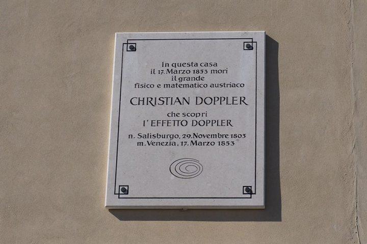 targa che ricorda Christian Doppler e la scoperta dell'effetto Doppler