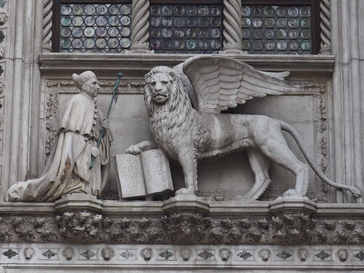 Porta della Carta, Copia ottocentesca di L. Ferrari di Francesco Foscari