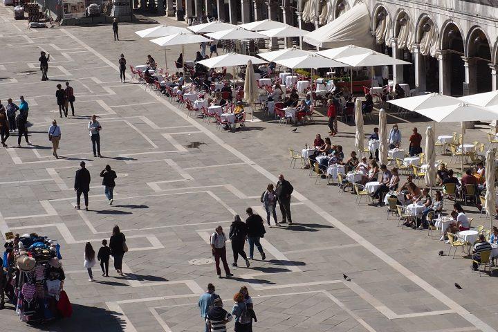 Aussicht vom Balkon der Markuskirche zum Markusplatz