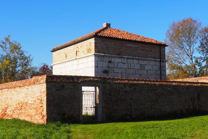 gunpowder magazine made using standard blocks in the eastern part of Lazzaretto Nuovo