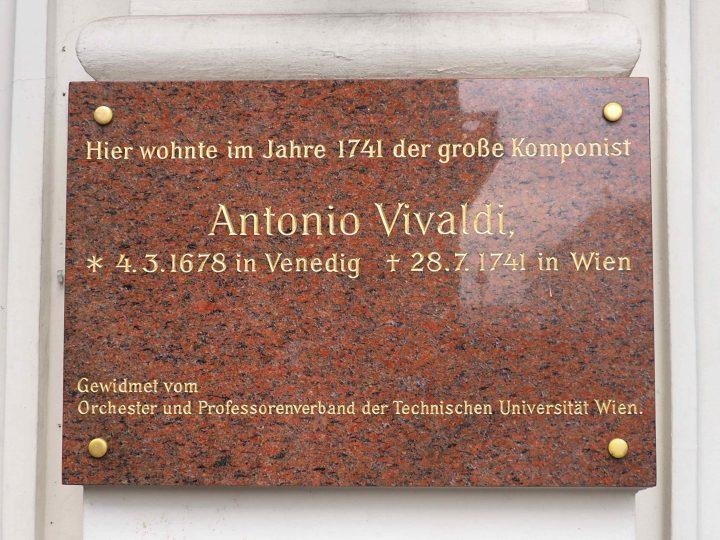 Tafel in Wien, am Sacherhotel