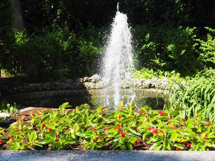 plätschernder Brunnen